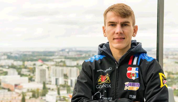 Виктор Кулаков в толстовке Выбжеже Гданьск